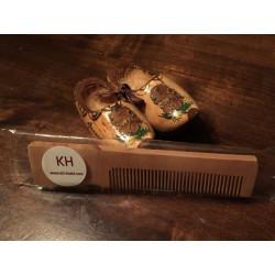 Peigne en bois présenté dans un packaging transparent